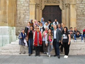 Ending a city tour with a group photo in front of the Catholic Cathedral